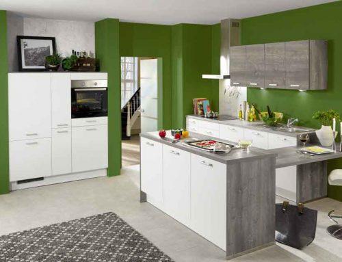 Einbauküche mit wohnlichen Akzenten